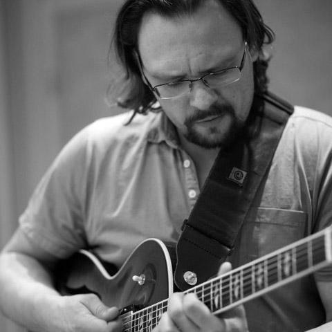 Lukáš Chejn – kytara/guitar